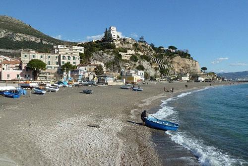 Vietri sul Mare, spiagge: dietrofront sull'accesso a pagamento. Ecco il piano per questa settimana