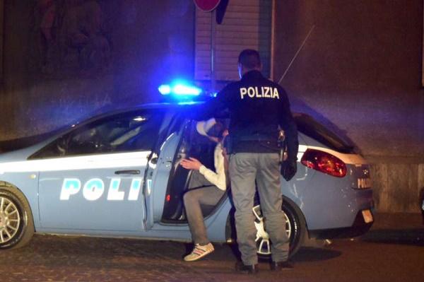 Cava de' Tirreni, sorpresi a rubare pneumatici: denunciati due napoletani