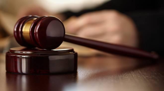 Cava de' Tirreni, frodi con l'assicurazione: titolari di un bar rischiano il processo