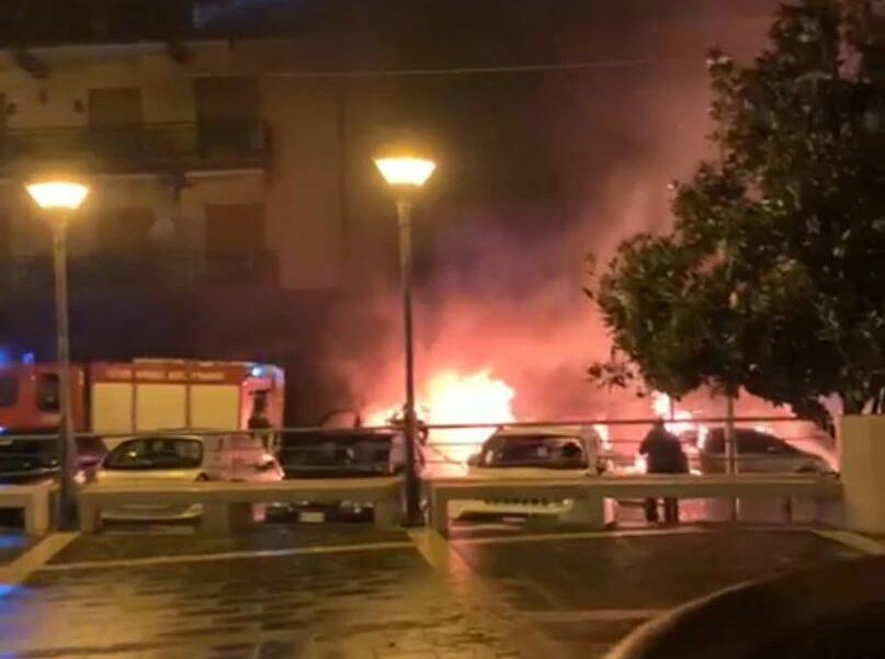 Cava, tre veicoli incendiati nella notte a Passiano