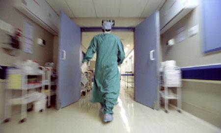 La Campania piange infermiere eroe: torna in servizio a 75 anni, muore per Covid