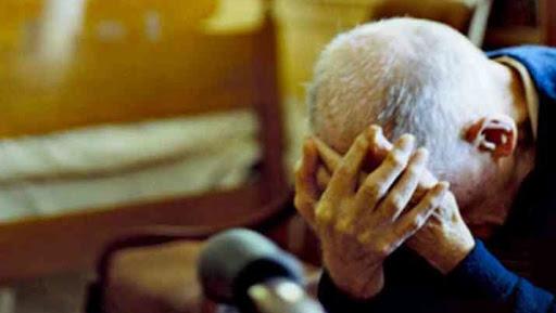 Cava de' Tirreni, aggredisce il nonno per soldi: 23enne di Salerno a processo