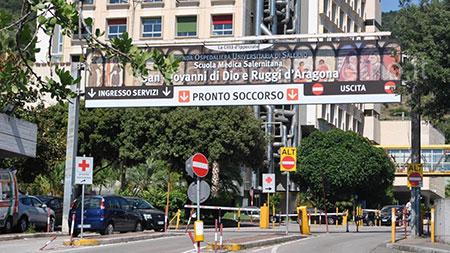 Salerno, infermiere e 4 pazienti contagiati in Chirurgia: allarme Covid al Ruggi