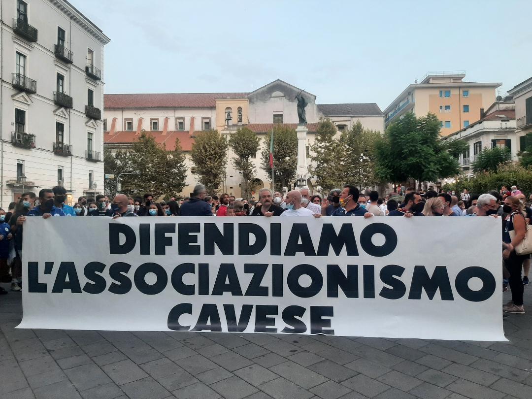 Cava de' Tirreni, protesta delle associazioni sportive per i rincari delle tariffe
