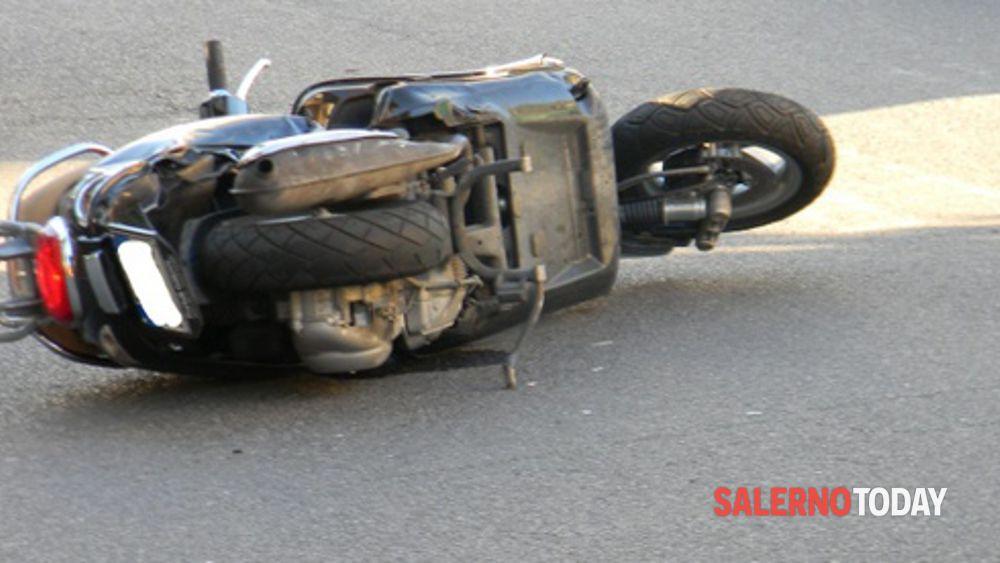 Incidente tra Cava e Nocera, moto si schianta contro palo: 50enne in coma