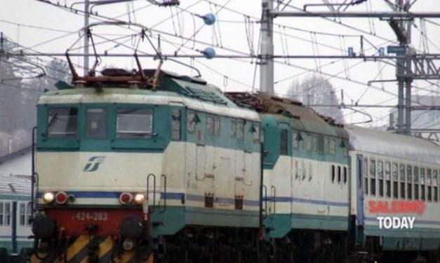 Rapinato e pestato sul treno: arrestati due cavesi, è caccia al complice
